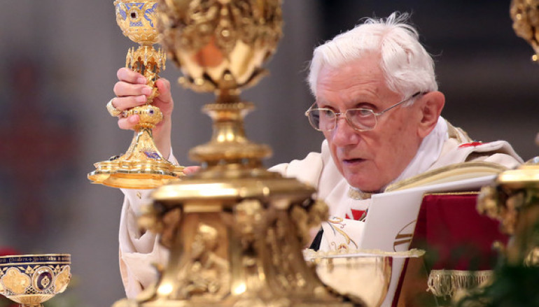 The Canonical Right of Every Priest to stop naming Francis in the Canon of the Mass