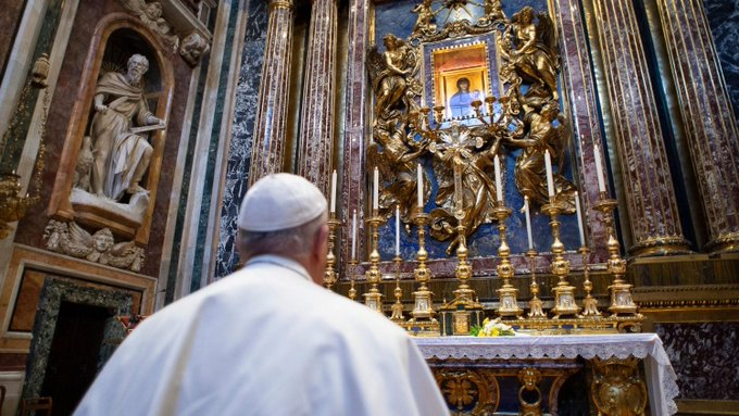 Bergoglio implores Our Lady, Salus populi romani