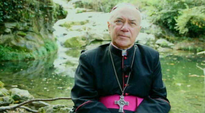 Abp Jan Paweł Lenga: Przerażający upadek kościoła. Nie ma miejsca dla wody święconej?