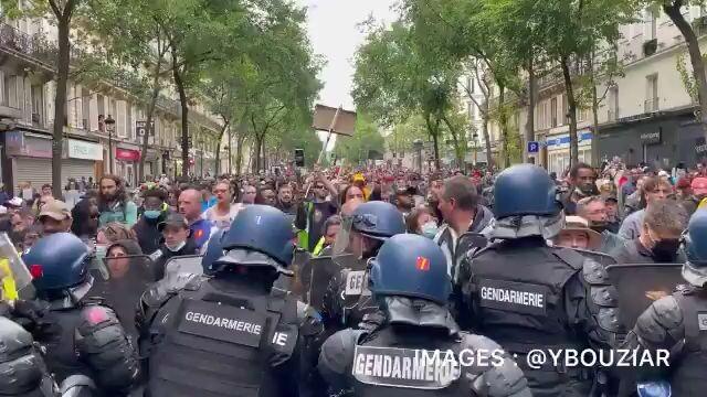 France: Massive public protests against Macron Vaxx-Passport Decree
